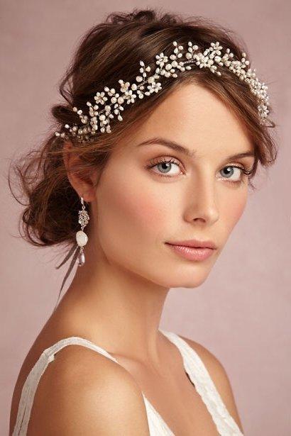 Peinados de novia con tiara 30 ideas y fotos bonitas  Novias y Bodas