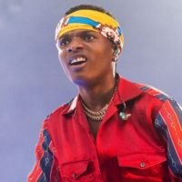 Wizkid Reacts As President Buhari Arrives Abuja After Private UK Visit