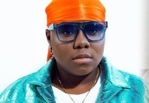 Teni Walks on the Street of Lagos Begging Fans To Attend Her Show (VIDEO)