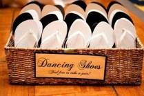 """""""Sapatos para dançar. Sinta-se livre para pegar um par."""""""