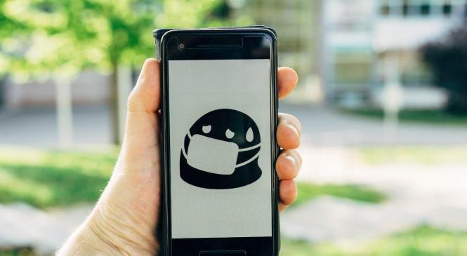 Коронавірус може жити на екранах телефонів 28 днів — вчені
