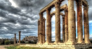 Grom udario u Akropolj