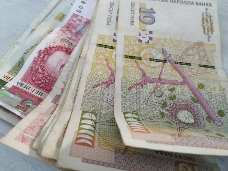 Ново предложение в кризата: Работникът да плаща целите си осигуровки!