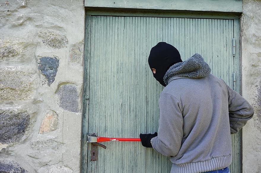 Италия узакони убийството на крадци, които ни нападат с взлом! Самозащита в ръцете на народа!