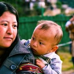 bhutanese-woman-with-kid-2725144_960_720