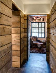rustic cabin madera muros walls rusticos chalet wooden pearson mountain plank camp timber muck run cut planks hallway interiors montagne