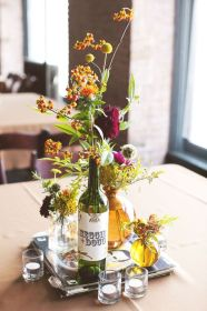 centerpieces mesa centros wine botellas vino bottle boda bottles bodas wildflower flowers lights originales table arrangements weddings summer mirror tea