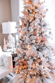 christmas rose gold pink decor tree blush decorations trees xmas flocked pretty ornaments blondieinthecity veronneau moscow holidays flowers interior idea