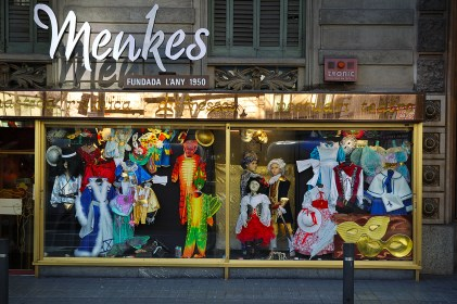 costumes barcelona shops traditional items menkes