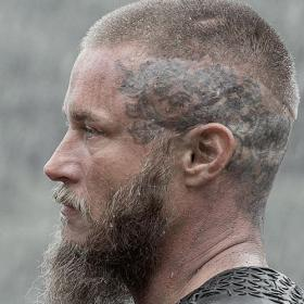 The Best Ragnar Lothbrok Hairstyles & Haircuts (2020 Guide