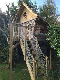 pallets treehouse recycled pallet treehouses tree mostly cabin