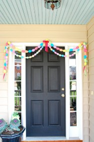 Easy DIY Outdoor Easter Decor That Anyone Can Make