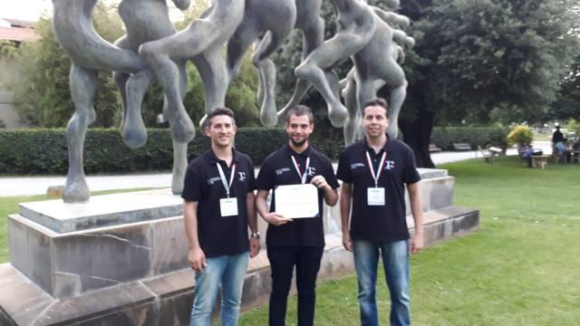 Foto com três integrantes da equipe da Unipampa Alegrete.