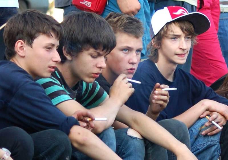 Курение учеников на территории школы