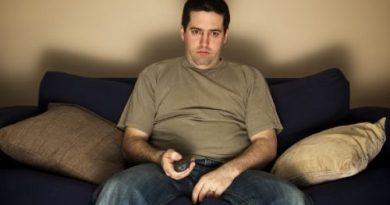 Скучная работа и унылый досуг ведут к перееданию и ожирению