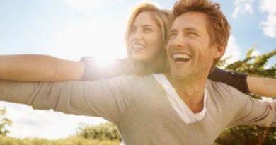 Счастливым парам другие люди кажутся некрасивыми