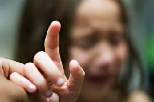 Лето – пора каникул и… детского травматизма: как удалить занозу