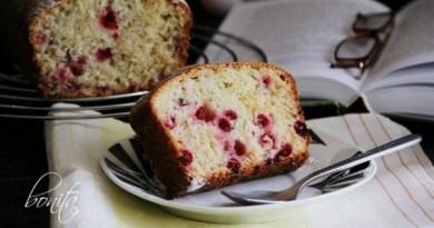 Сметанный кекс со смородиной