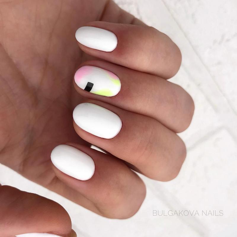 белые короткие ногти 2019_14