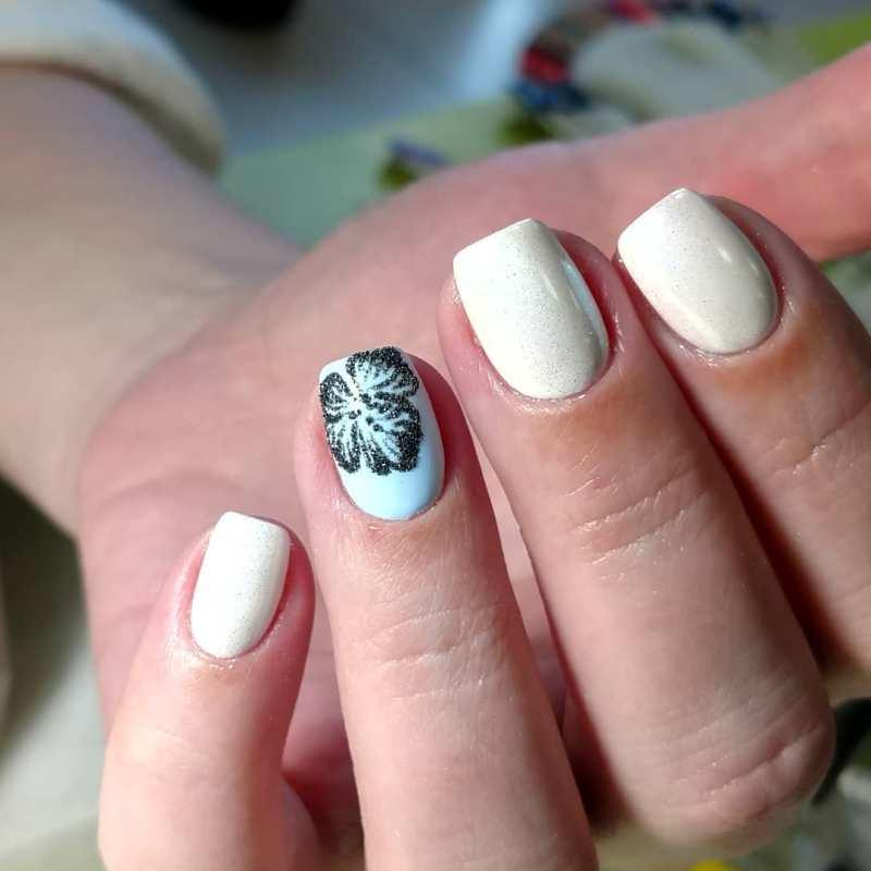 белые короткие ногти 2019_5