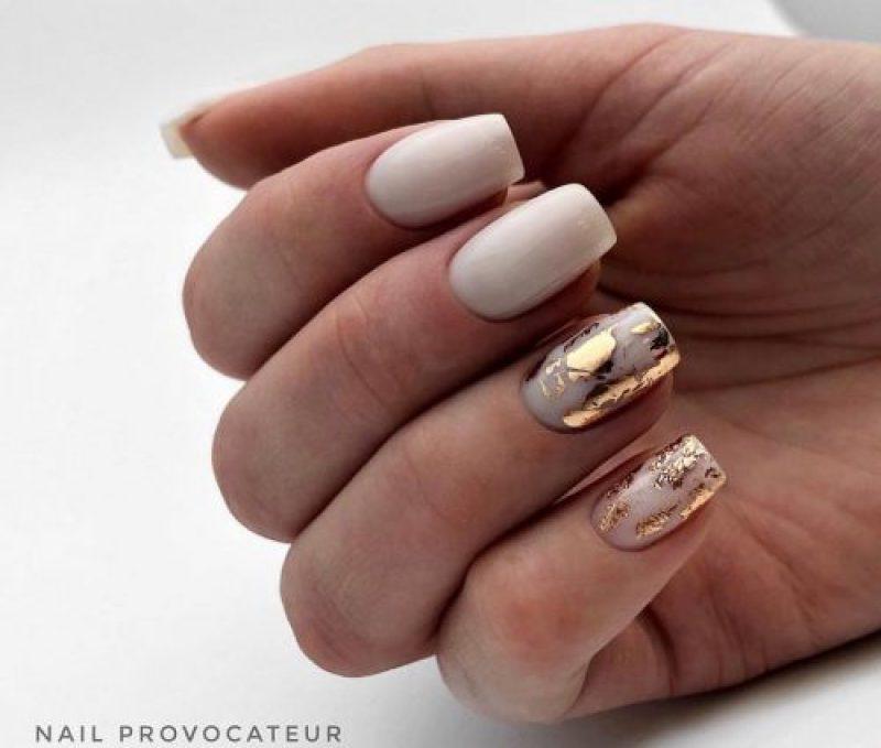 белые короткие ногти 2019_30