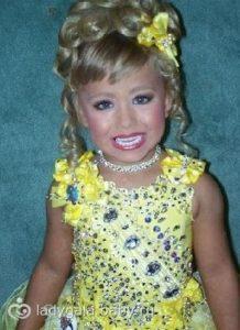 Как родители отправляют детей на эти конкурсы? Вся Сеть обсуждает снимки детского конкурса красоты