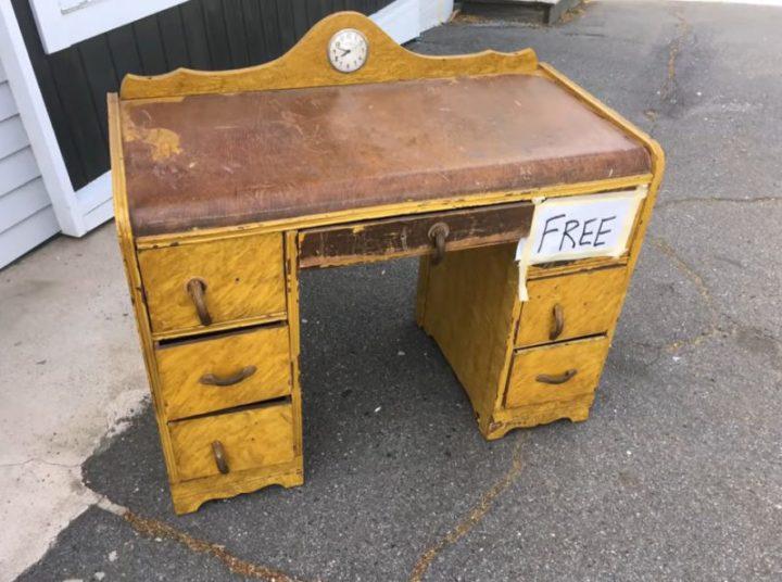Впечатляющая работа по реставрации старинного письменного стола