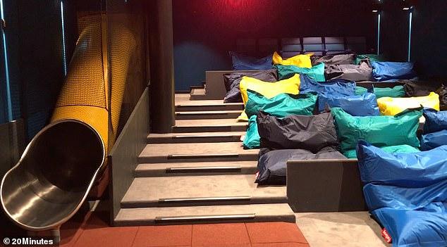 Кинотеатр нового поколения: двуспальные кровати вместо кресел