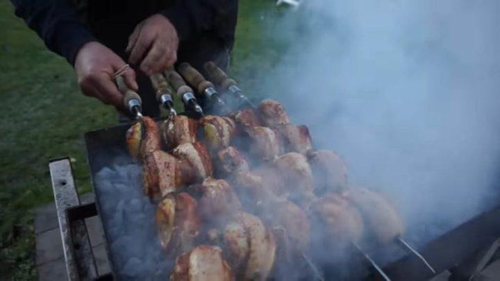 Очень аппетитный армянский шашлык — обязательно к приготовлению