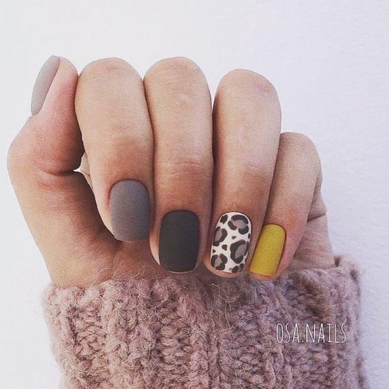 короткие темные ногти_13