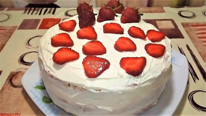 Торт «Клубничный» с творожно - масляным кремом