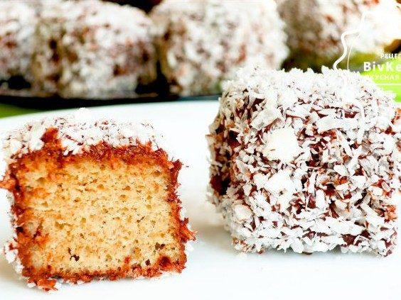 Сочное бисквитное пирожное «Ламингтон»