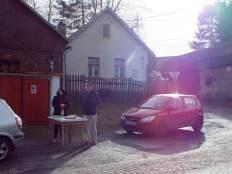 Čekání na průvod v Kozohorské ulici