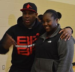 Eric Thomas talks to students while posing with senior Shonteonna Dempsey