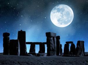 stonehenge-at-night-155786018