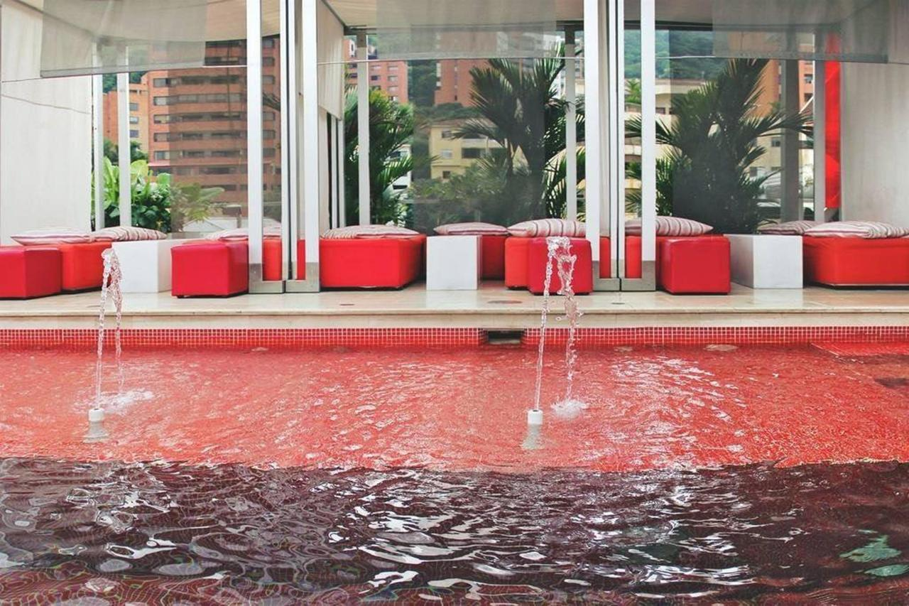 Piscina Hotel Now