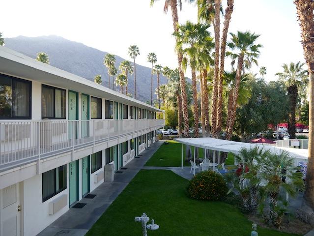 Un joli motel avec piscine!