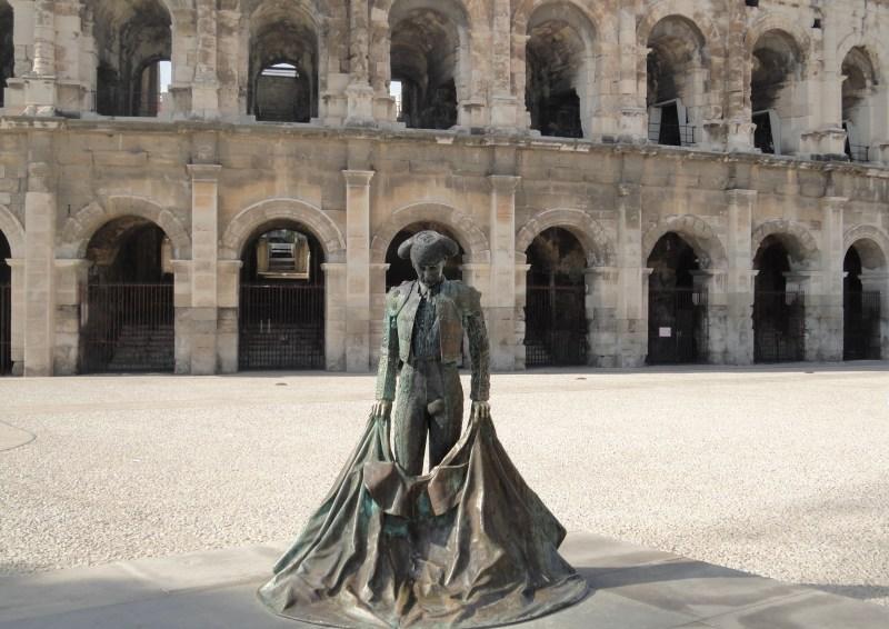 Mais est-ce donc? Cette statue représente Nimeño II, un matador considéré aujourd'hui encore comme la principale figura de la tauromachie en France