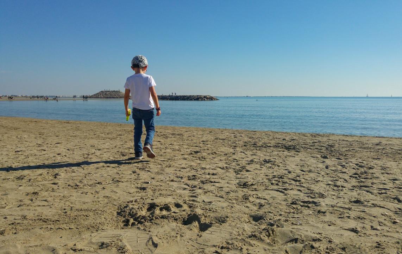 voyager avec des enfants à la mer et fabriquez vous de jolis souvenirs