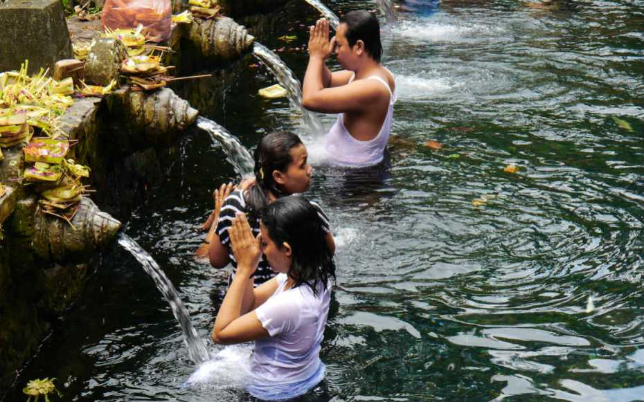 voir le temple de Tirta Empul à Ubud