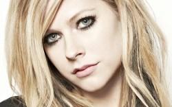 #NowNews: Avril Lavigne padece complicada enfemedad