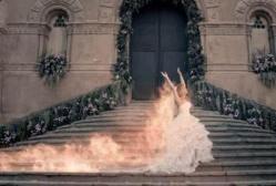 #NowNews : Arde en llamas Shakira con vestido de novia