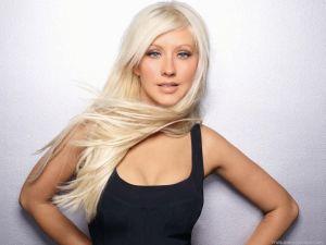 #NowNews: ¡ Christina Aguilera le hace segunda a Lindsay Lohan y también publica foto semidesnuda !