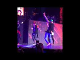 #NowNews: ¡ A Chris Brown se le rompe el pantalón al estilo Lenny Kravitz !