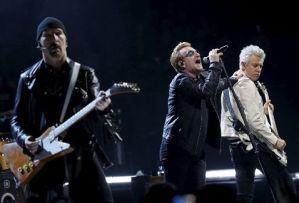 #NowNews: U2 rinde homenaje a víctimas de París en concierto