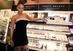 #LomásViral ¡El maquillaje de Rihanna sorprende y no es por sus productos!