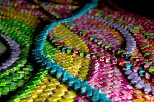 #Curiosidades ¡Chica utilizó 10 mil envolturas de dulces para algo sorprendente!