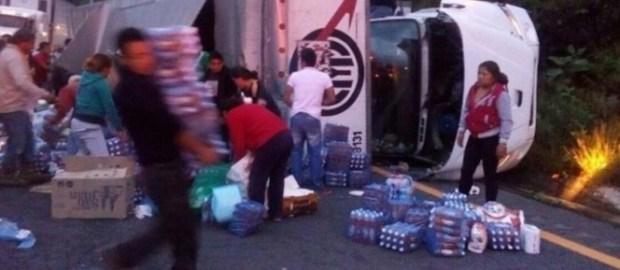 #LoMásViral:  Así la gente robó los víveres para los damnificados del sismo en Oaxaca (+FOTOS)