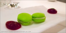 Enoteca de Paco Perez in Barcelona - Macarons with the bill