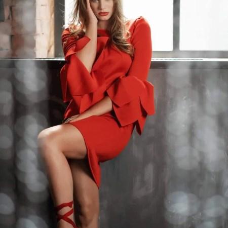 Piros flora dress testhezálló szabású